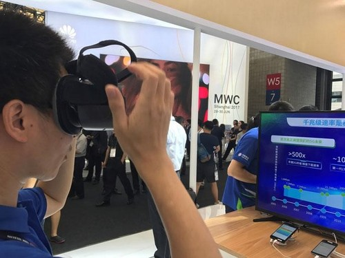 China Mobile booth visitor enjoying 4K 360-degree video in the Samsung Gear VR, streamed over-the-air with Gigabit LTE.