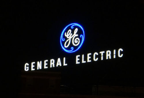 General Electric sign, Fort Wayne, Indiana. Photo by Momoneymoproblemz [CC BY-SA 3.0 ], from Wikimedia Commons
