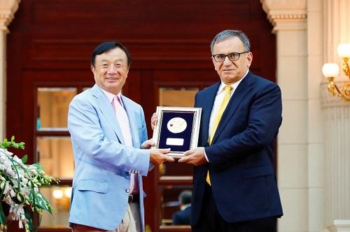 Ren Zhengfei, Huawei's founder (left), stands next to Professor Erdal Arikan, the man behind Polar Codes.