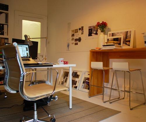 Personally I prefer a standing desk... (Source: Pixabay)