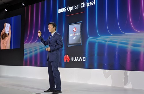 Huawei's Peng Song, president of Carrier Group marketing, holds up the 800G optical module for the audience in London. (Note: It's in his right hand...)