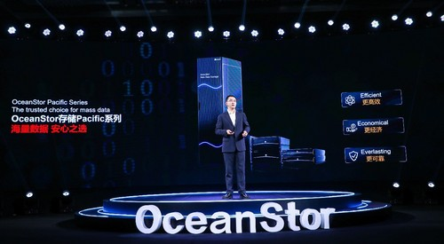 Shang Haifeng, President of Huawei Mass Storage Domain, giving details about the OceanStor Pacific Series.