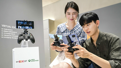 Partly cloudy: The new Xbox service means gamers can play console titles on Android mobile phones over SK Telecom's 5G network.  (Source: SK Telecom)