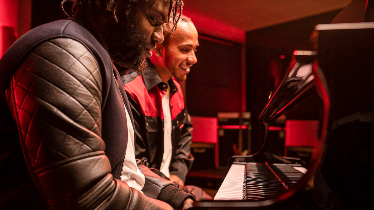 Notes on 5G: Lewis Hamilton playing a 5G piano is probably not going to send consumers running to commit to the platform.  (Source: Vodafone UK)