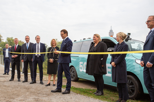 Sweden's Prince Daniel deploys the Royal Scissors to declare Stockholm's '5G Ride' ready to roll.  (Source: Telia)