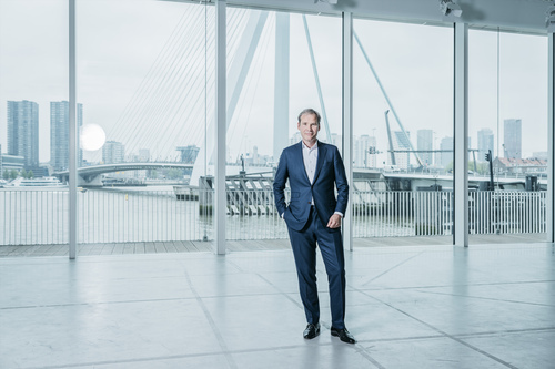 KPN CEO Joost Farwerck must have no time for play as he 'digitalizes' his business.