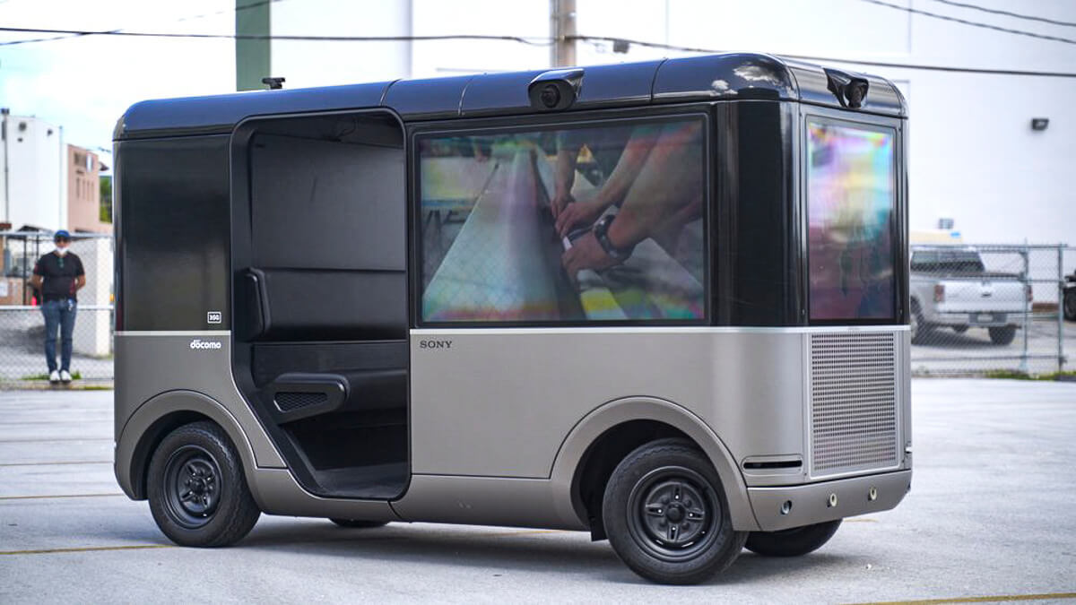 Silver screens: NTT DoCoMo and Sony's 5G powered SC-1 autonomous vehicle has screens instead of windows.  (Source: NTT DoCoMo)