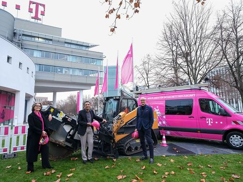 Deutsche Telekom's Timotheus Hottges (right) is big on network construction.