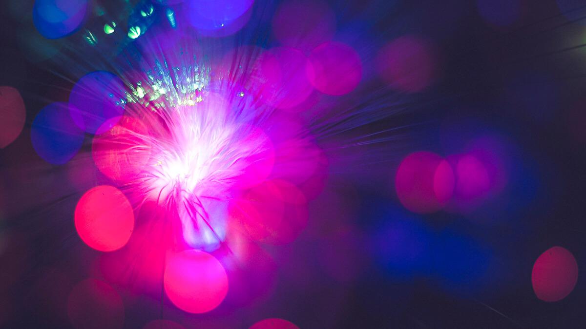 Poussée par fibre optique: les infrastructures à large bande bénéficieront de la réaffectation des fonds destinés aux coronavirus par l'Italie.  (Paquet source: Unsplash)