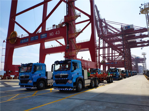 Figure 1 Platooning of 5G smart container trucks in the Ningbo-Zhoushan Port