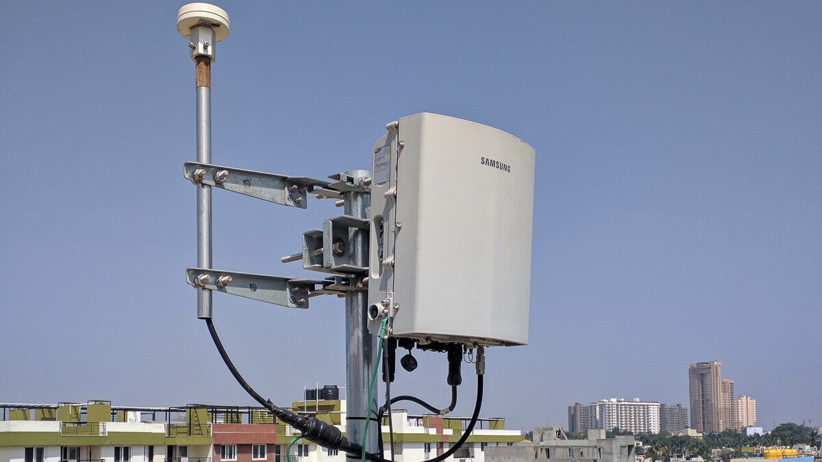 Small things: Roll out of small cells slowed due to COVID-19 - but growth is still health, according to the SCF.  (Source:  Rohanmkth  on Wikimedia CommonsCC4.0)
