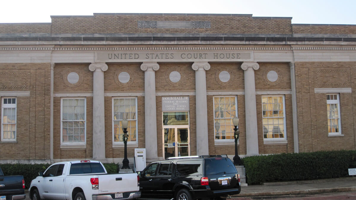Optical illusion: This might look like an ordinary small town courthouse - and the town is small - but Marshall, Texas is a patent hotbed.   (Source:  Billy Hathorn  on Wikimedia CommonsCC3.0)