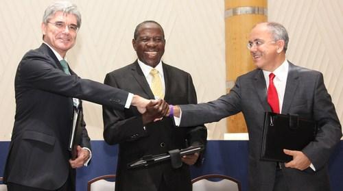 The signing of Uganda MOU (left to right): Joe Kaeser, Siemens Global President and CEO; Hon. Minister of Finance Matia Kasaija, Uganda; Mesut Sahin, CEO MMEC Mannesman, Germany.