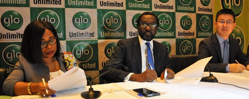 Executives sign the Glo2 construction deal. From left to right: Globacom's Executive Director, Legal, Gladys Talabi; Globacom's Folu Aderibigbe; and Li Shaowei, Deputy Managing Director at Huawei Technologies.