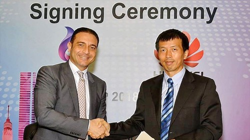 Telecom Egypt's CEO Ahmed El Beheiry (left) and Peng Song, President at Huawei North Africa, seal the financing deal.