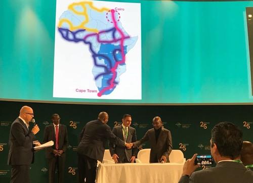 Representatives from Liquid Telecom and Telecom Egypt mark the MoU with a handshake.