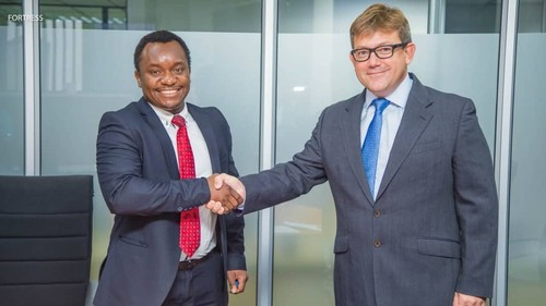 Mutale Mukuka (left), CFO of CEC, shakes hands with Karl Delport, Head of Commercial Services, Liquid Telecom.