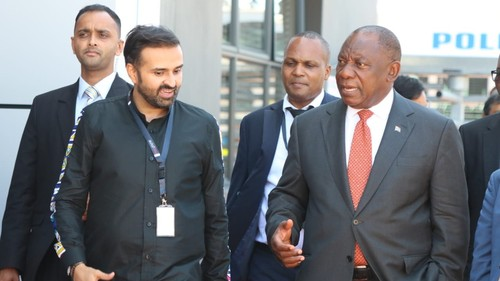 Mara Group CEO Ashish Thakkar gives South African President Cyril Ramaphosa a tour of the Mara smartphone manufacturing plant in Durban. (Source: Twitter)