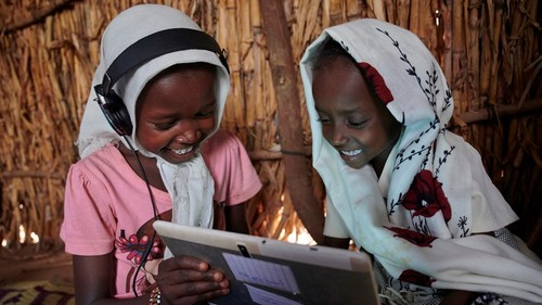 Children use a tablet at the UNICEF supported Debate e-Learning Center in a village on the outskirts of Kassala in Eastern Sudan.  (Source: UNICEF/UNI232328/Noorani)