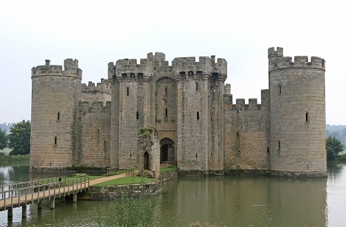 No Moat can keep Oracle out (Source: Meditations via Pixabay)