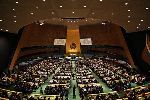 United Nations General Assembly Hall. (Photo by Basil D Soufi (Own work) [CC BY-SA 3.0], via Wikimedia Commons)