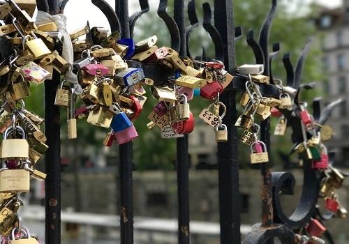Avoid the lock-in. (Source: Mrsvickyaltaie via Pixabay)