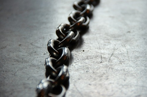 Chain-linked in the enterprise (Source: Free-Photos via Pixabay)