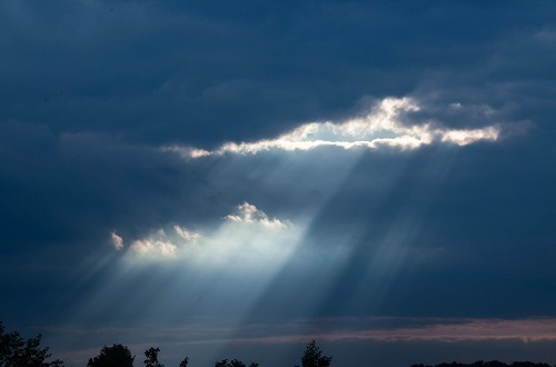 IaaS shines down (Source: StruffelProductions via Pixabay)
