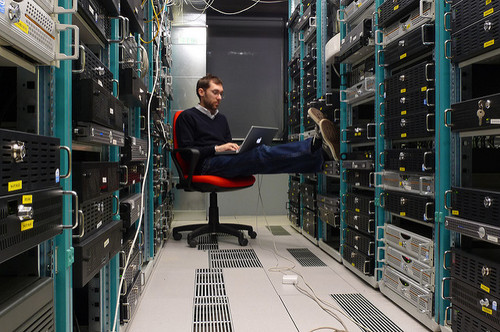 Photo: Datacenter work, by Leonardo Rizzi. (CC BY-SA 2.0)