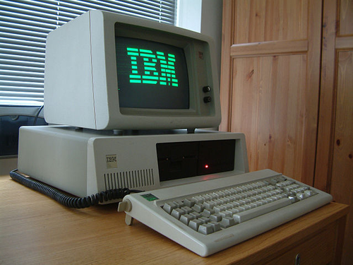 IBM PC XT with 10MB full height 5.25' hard disk drive. Photo by By Ruben de Rijcke - http://dendmedia.com/vintage/ (Own work) [CC BY 3.0], via Wikimedia Commons