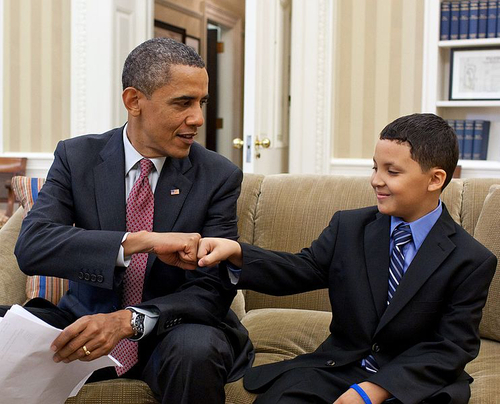 President Obama greets Make-a-Wish child Diego Diaz, 2011. Photo by Pete Souza [Public domain], via Wikimedia Commons