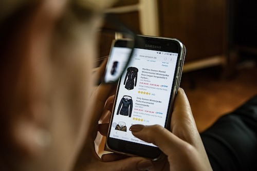 A huge number of people now buy products online, causing issues for traditional brick-and-mortar retailers who need to transition quickly. (Image: Pixabay)