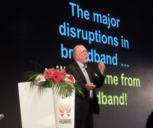 Wired's Chief Maverick, Kevin Kelly, fails to get the crowd techcited.