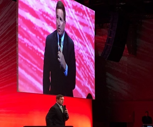 Oracle CEO Mark Hurd took center stage to discuss the evolving business environment and challenges chief executives face today when making decisions.