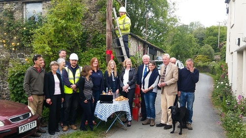 Residents of Lower Combe and guests celebrate their improved access to broadband with local Member of Parliament Sarah Wollaston, County Councillor Richard Hosking and CDS Board Member Councillor Rufus Gilbert. (Image source: CDS)