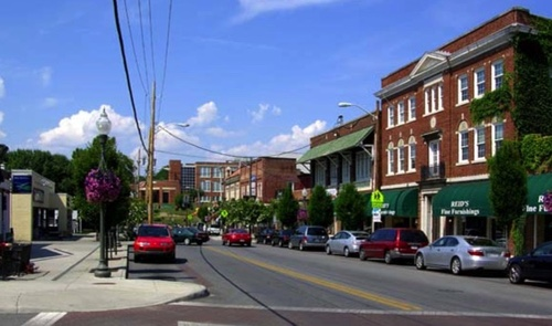 Roanoke's Historic District, as well as the city itself, already have broadband coverage but Roanoke County wants to ensure the entire Virginia county has FCC-mandated speeds, hence its ambitious survey efforts.  (Source: Wikimedia)